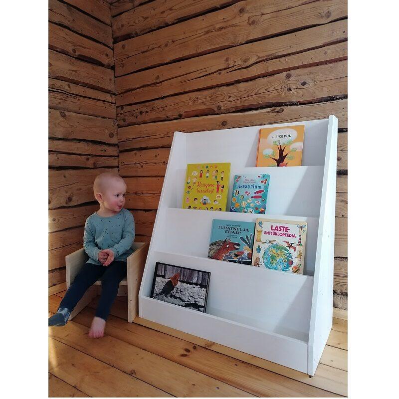 Puidust raamaturiiul lastele avatud Montessori