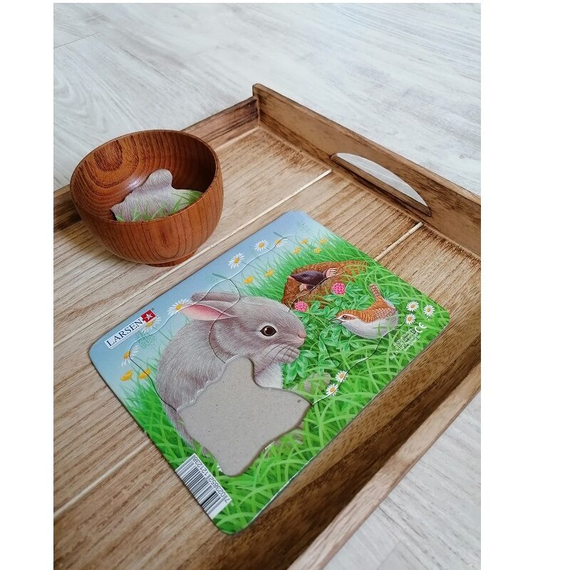 Puidust kandik Montessori tegevuste esitlemiseks