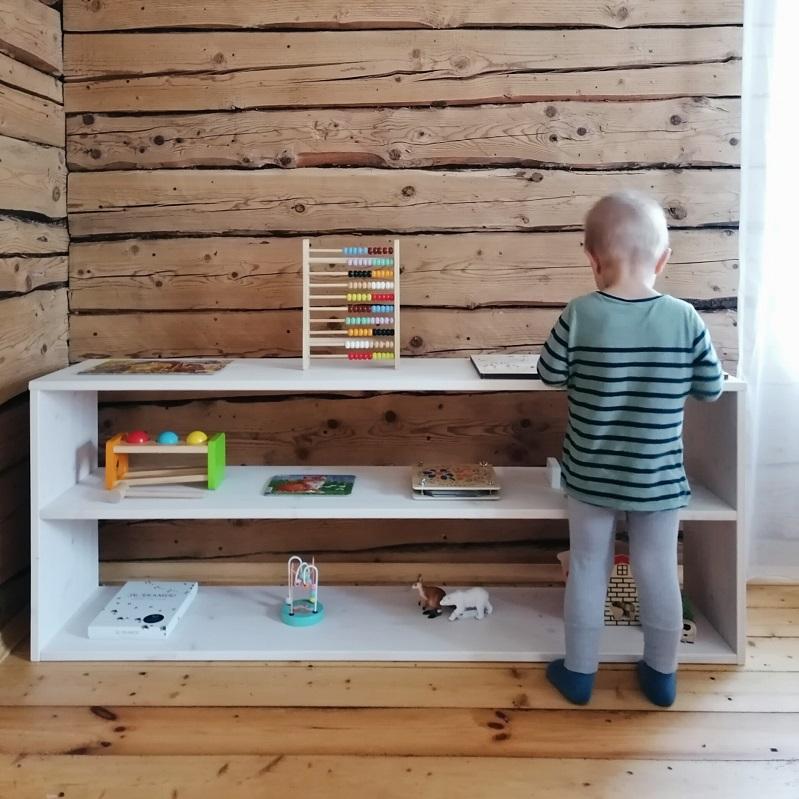 Kahekordne puidust avatud Montessori riiul