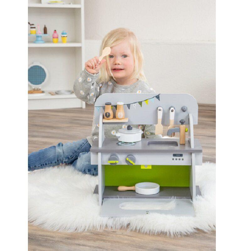 Kompaktne puidust mänguköök